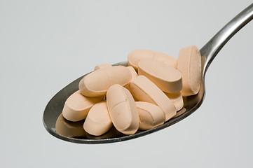 cucchiaio con pastiglie