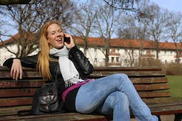 mit Freundin telefonieren