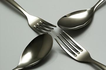 cucchiai e forchette