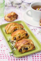 Puff pastry rolls with raisins and cream cheese
