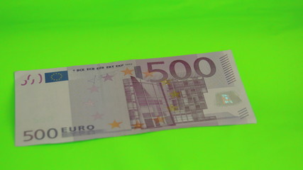A 500 Euro bill drops on the table