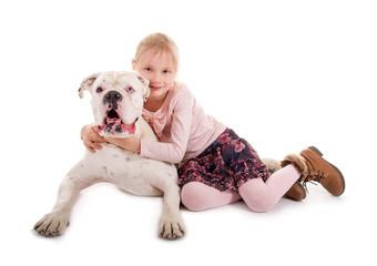 Kleines Mädchen und großer Hund