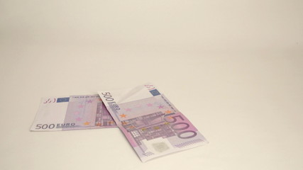 Four 500 Euro bills are thrown on the table