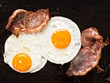 traditional american bacon and egg breakfast - 80351420