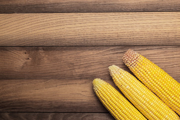 corn cobs on the table