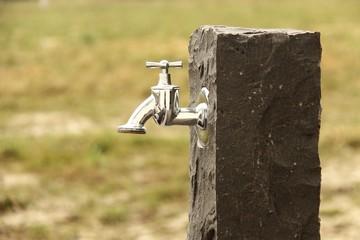 basalt granit stehle mit wasserhahn II