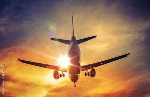 Leinwanddruck Bild Airplane and the Sun