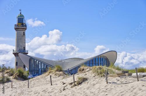 Fotobehang Vuurtoren / Mill Teepott und Alter Leuchtturm Rostock-Warnemünde, Mecklenburg-Vorpommer, Ostee, Deutschland