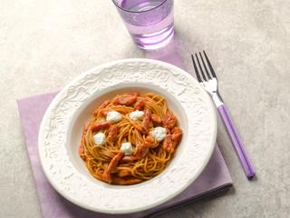 spaghetti with bacon mozzarella and tomato sauce