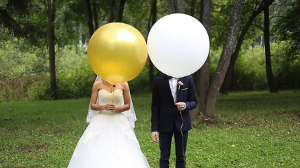 Bride and groom at wedding with big ballon