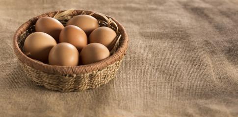 uova in cesto spazio copy