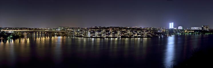 Lilla Essingen med Essingeleden till vänster fotat på natten