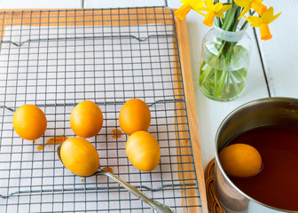 Dyeing Easter eggs natural way with turmeric for mustard - yello