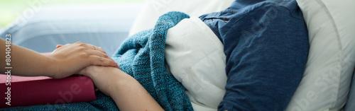 Sick woman - 80404823