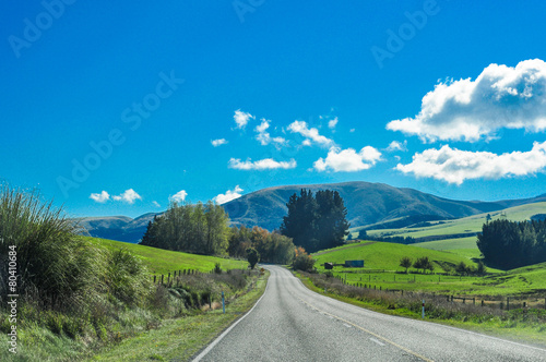 Poster Oceanië Country Road Going To Mountains New Zealand