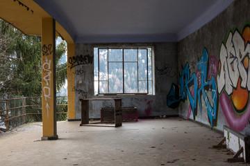 Klinik San Gottardo mit Grafitti