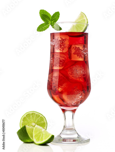 Cocktail with lime - 80418677