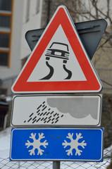 strada pericolosa neve pioggia