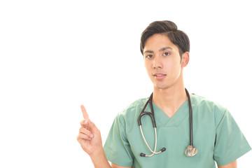 指差す医師