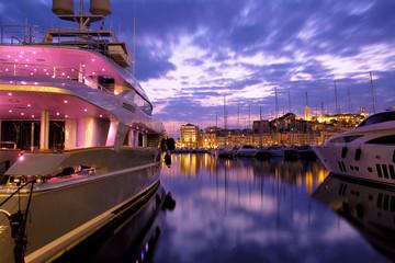 Yacht de luxe à Cannes, France.