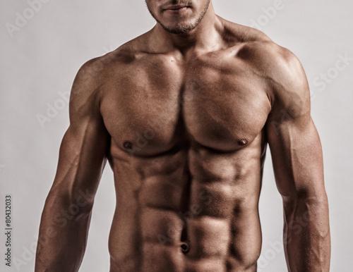 Portrait in studio of muscular man. - 80432033