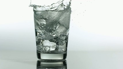 лёд в стакане