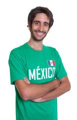 Lachender Mexiko-Fan mit Bart