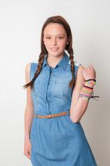 Modelo adolescente con fondo neutro 05