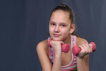 девочка с гантелями
