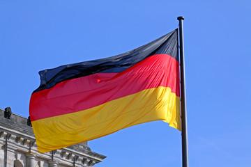 Wehende Deutschlandflagge im Wind