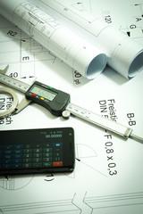 Metallbau - Konstruktion, Zeichnungsrollen und Schieblehre