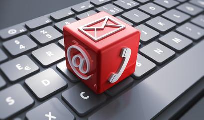 Symbolwürfel auf Tastatur