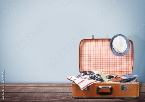 Keuken foto achterwand Europa Travel. Retro tourist luggage with colorful clothes and