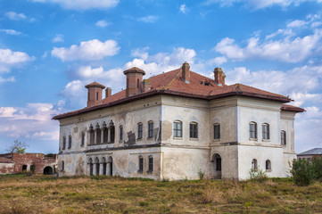 Abandoned Boyar mansion to decay in Romania