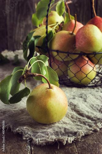 Poster fresh organic pears