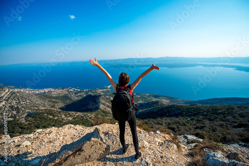 Woman traveling on the island top - 80491032