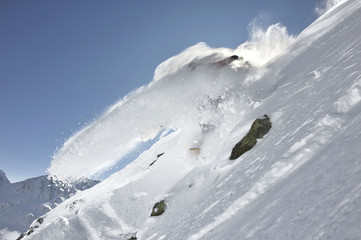living avalanche - bit powder turn with a spray