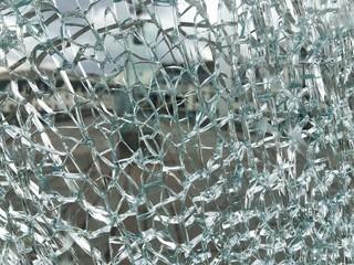 Потрескавшееся стекло
