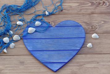 Blaues Herz mit Muscheln