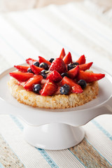 Tartlete with custard and berries