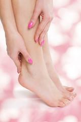gesunde Füße rosa Hintergrund
