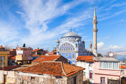 Foto op Aluminium Turkey Street view with Fatih Camii mosque, Izmir, Turkey