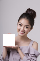 asian woman holding a blank card