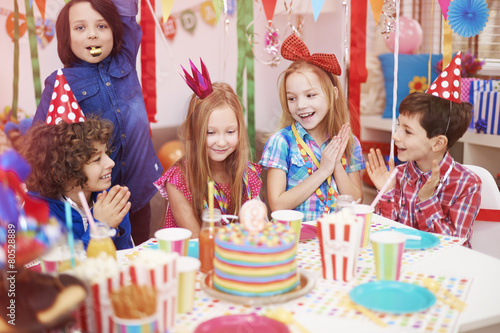 Time to celebrate of ninth birthday - 80528889