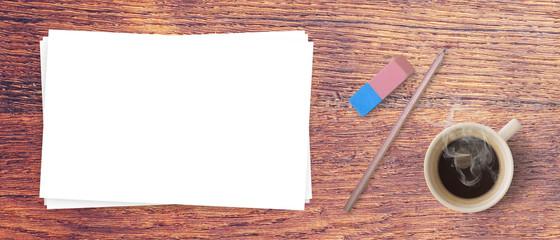 pages blanches sur fond de bois - Bannière