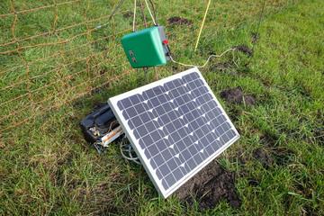 Mobiles Elektro-Weidezaungerät mit Photovoltaikmodul