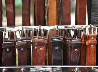 Cinturones de cuero, moda masculina, mercadillo