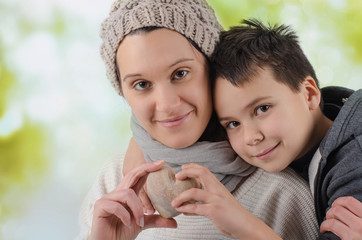 Mutter und Sohn mit Herz