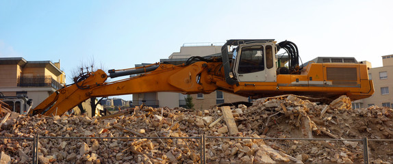 Déblai d'un chantier en milieu urbain
