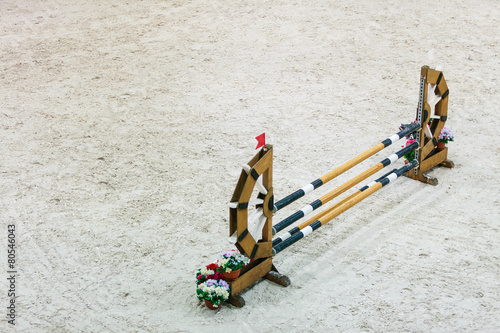 In de dag Paardrijden Equitation. Obstacle for jumping horses.